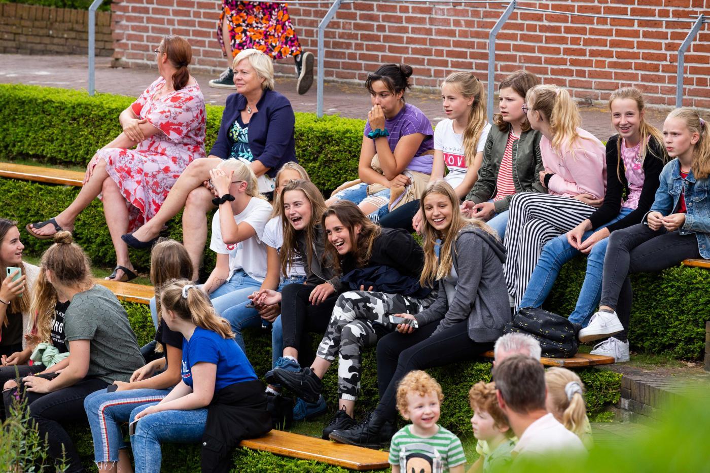 Leerlingen op de tribune