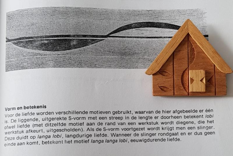 Dit boek van Muntslag was de inspiratie voor de expo over Surinaamse houtsnijkunst