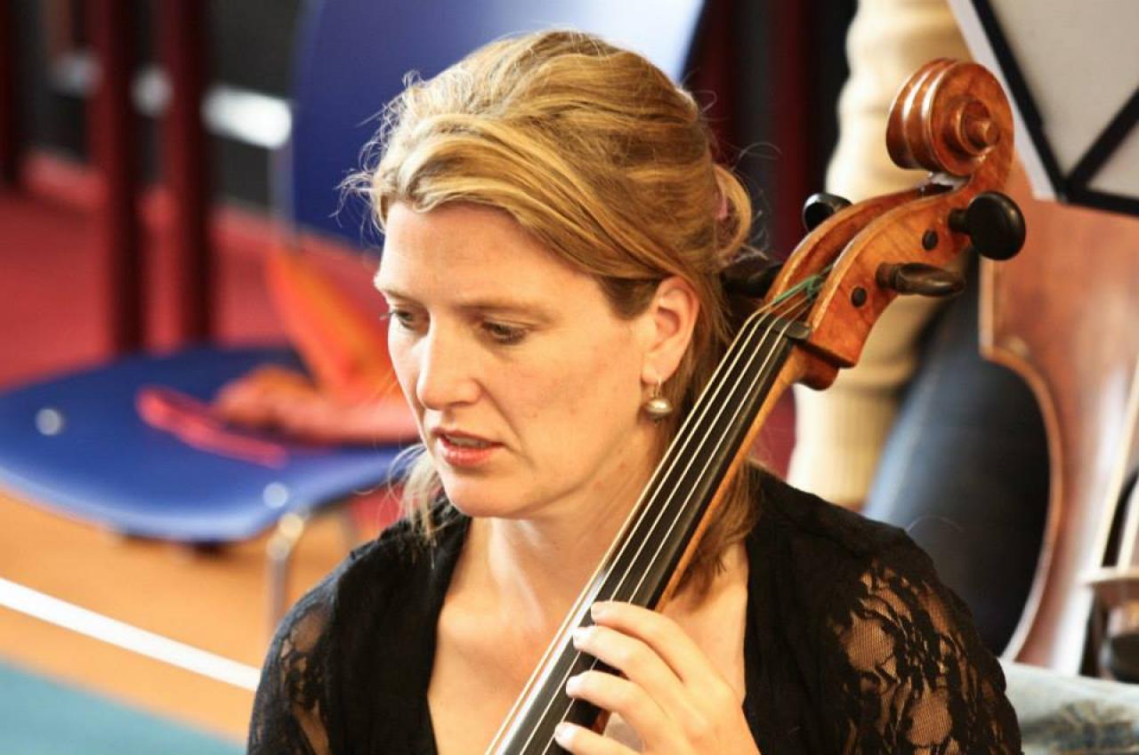 filmmaker Marit Geluk speelt in haar vrije tijd cello in 2 orkesten
