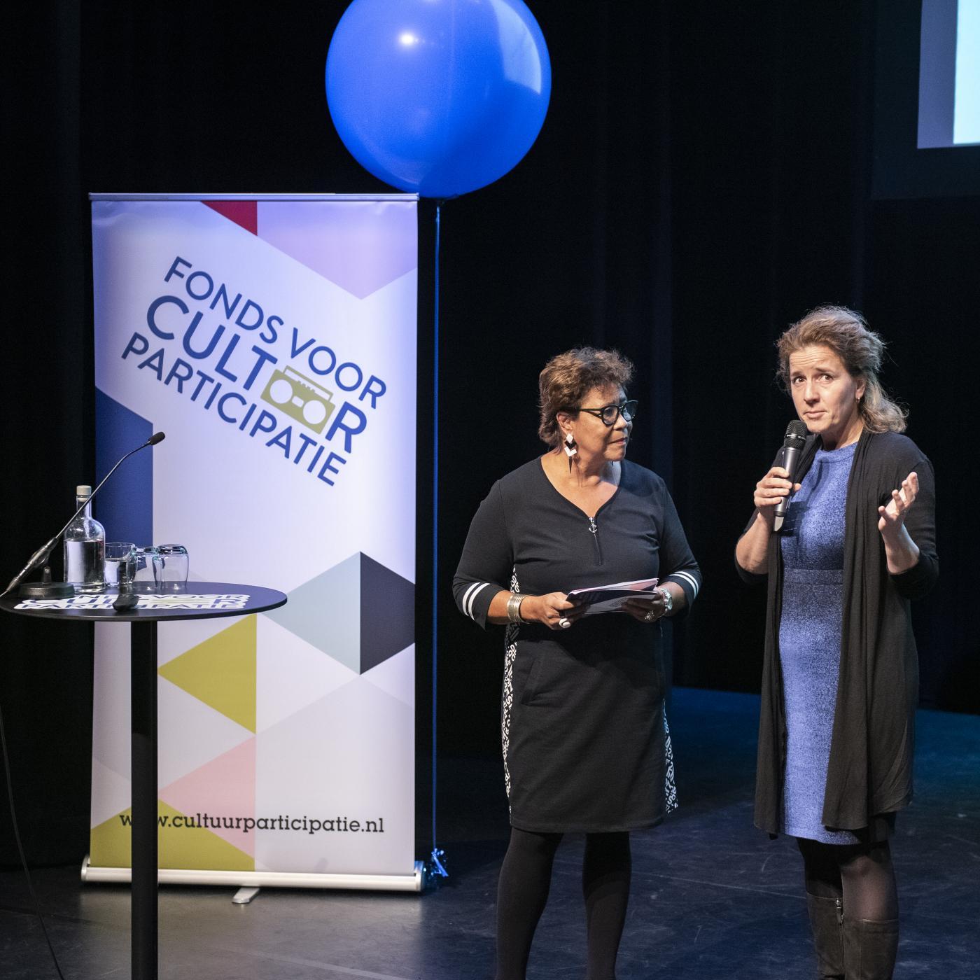 Directeur-bestuurder Hedwig Verhoeven in gesprek met presentatrice Noraly Beyer