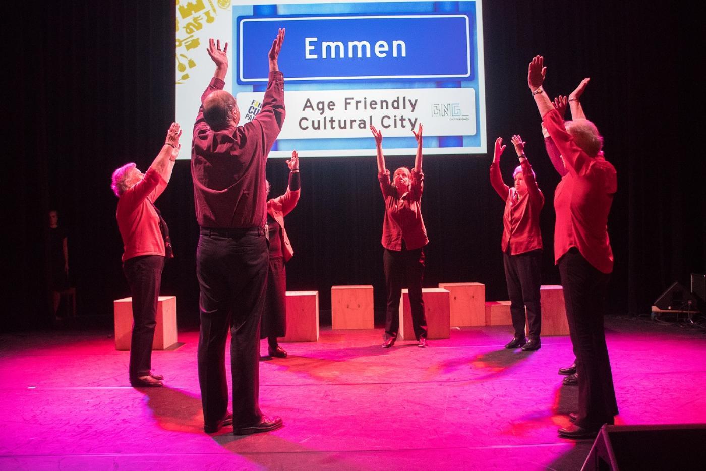 Ouderen uit Age Friendly Cultural Emmen dansen