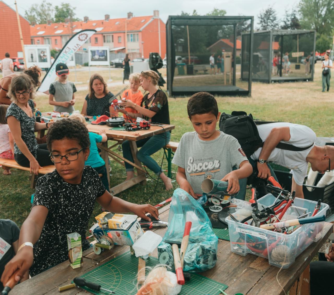 kinderen creatief bezig op Ruimtekoers festival